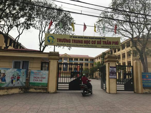 Thầy giáo bị tố dâm ô 7 nam sinh đã trở lại trường dạy học - Ảnh 1.