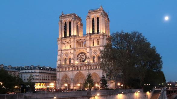 180 tan chi cua nha tho Duc Ba Paris sau hoa hoan da bay di dau?