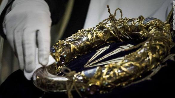Cháy Nhà thờ Đức Bà Paris: cứu được một số tác phẩm nghệ thuật, cổ vật vô giá - Ảnh 2.