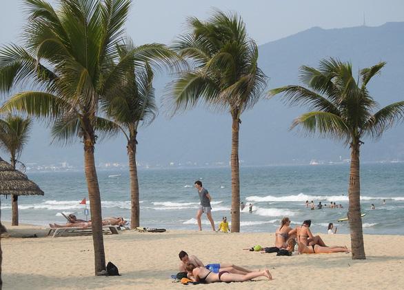 Tranh cãi quanh chuyện làm tuyến đường bêtông dọc bãi biển Đà Nẵng - Ảnh 3.