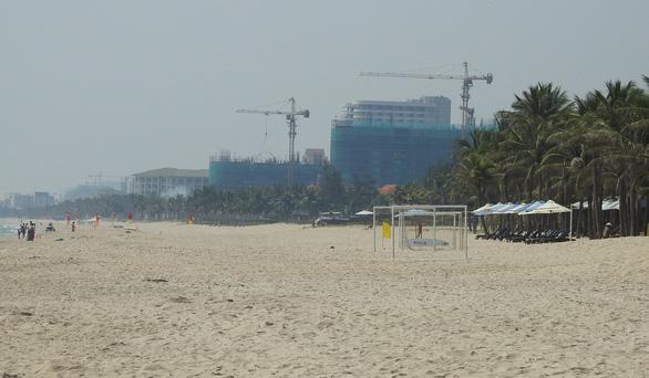Tranh cãi quanh chuyện làm tuyến đường bêtông dọc bãi biển Đà Nẵng - Ảnh 1.
