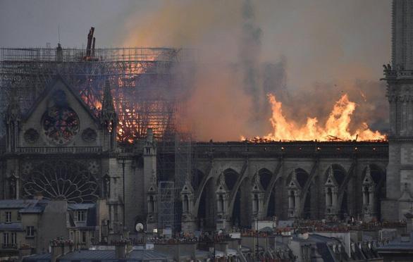 Khóc nhà thờ Đức Bà Paris, lại thương nhà thờ Bùi Chu, Trà Cổ - Ảnh 1.