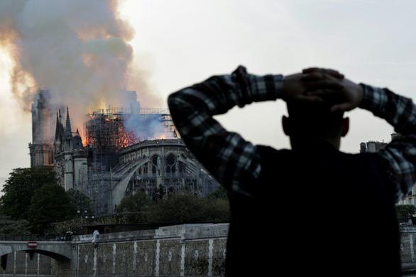 Bà Melania Trump trái tim tan vỡ khi Nhà thờ Đức Bà Paris cháy - Ảnh 1.