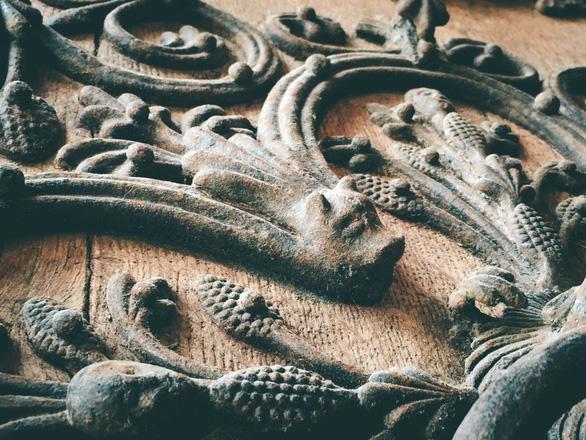 Cánh cửa Nhà thờ Đức Bà Paris bị xem là tác phẩm của quỷ - Ảnh 8.