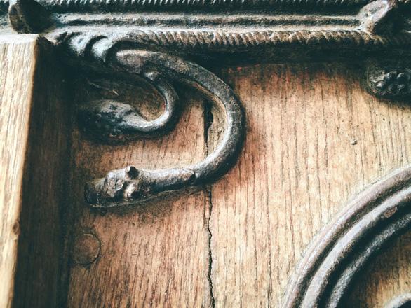 Cánh cửa Nhà thờ Đức Bà Paris bị xem là tác phẩm của quỷ - Ảnh 5.