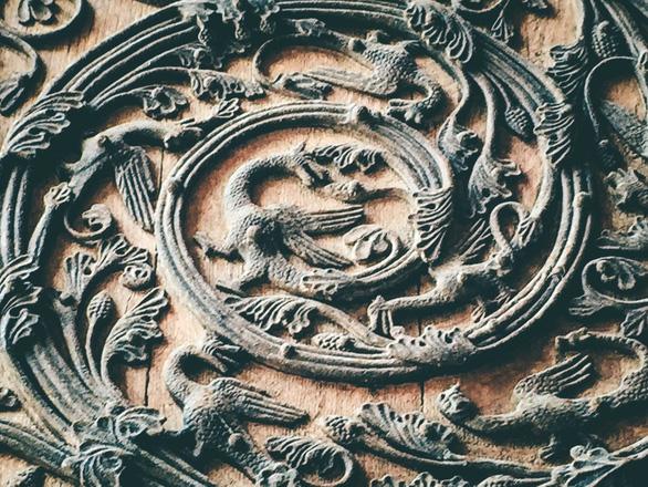 Cánh cửa Nhà thờ Đức Bà Paris bị xem là tác phẩm của quỷ - Ảnh 7.