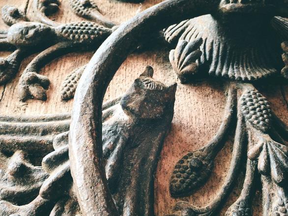 Cánh cửa Nhà thờ Đức Bà Paris bị xem là tác phẩm của quỷ - Ảnh 6.