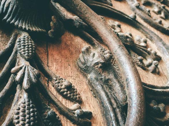 Cánh cửa Nhà thờ Đức Bà Paris bị xem là tác phẩm của quỷ - Ảnh 4.