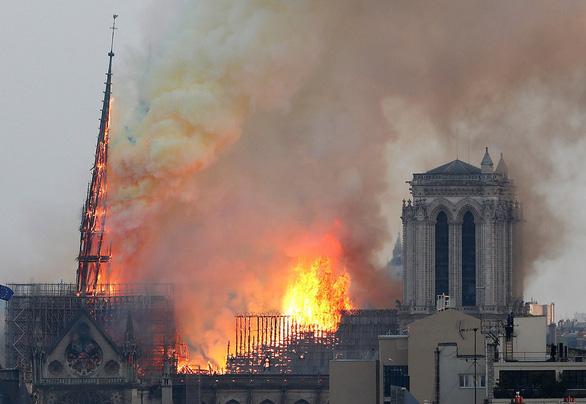 Vì sao Nhà thờ Đức Bà Paris cháy quá nhanh? - Ảnh 1.