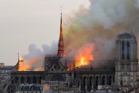 180 tấn chì của nhà thờ Đức Bà Paris sau hỏa hoạn đã bay đi đâu? - Ảnh 2.