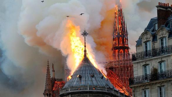 Bà Melania Trump trái tim tan vỡ khi Nhà thờ Đức Bà Paris cháy - Ảnh 3.
