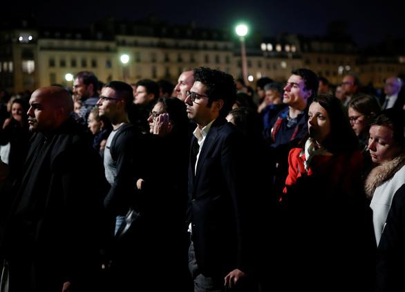 Đám cháy dữ dội ở Nhà thờ Đức Bà Paris đã được kiểm soát - Ảnh 6.