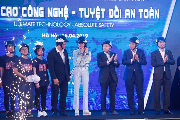 Minh tinh Dương Tử Quỳnh: Bố mẹ hãy đội mũ bảo hiểm cho con khi đi xe máy - Ảnh 1.