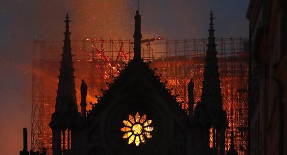 Nhà tiên tri Nostradamus dự báo vụ hỏa hoạn nhà thờ Đức Bà Paris? - Ảnh 2.