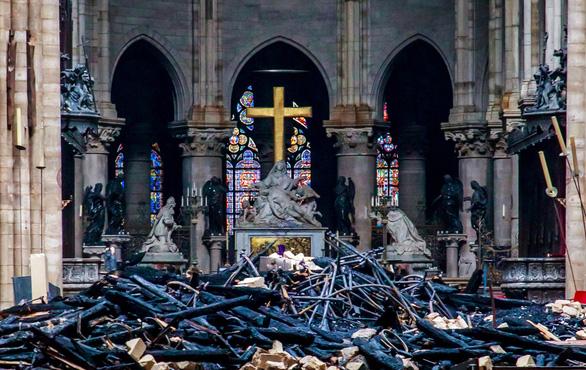 Nhà thờ Đức Bà Paris có thể đổ sập nếu lính cứu hỏa không quên mình... - Ảnh 2.