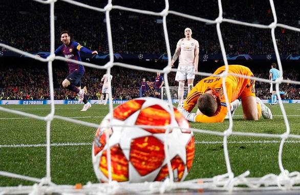 Messi lập cú đúp, Barca chấm dứt giấc mơ Champions League của MU - Ảnh 2.