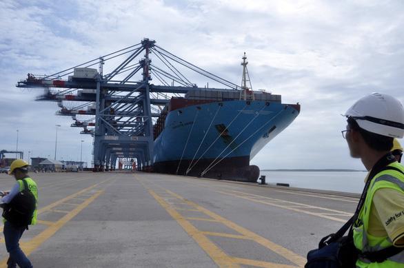 Hàng về Cái Mép cao hơn về Cát Lái 100 USD mỗi container? - Ảnh 1.