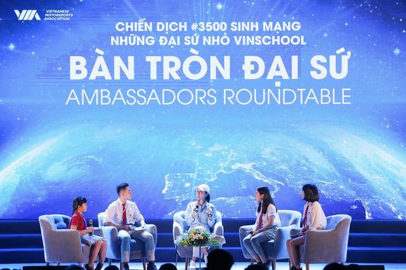 Dương Tử Quỳnh thảo luận với các đại sứ nhỏ Vinschool - Ảnh 2.