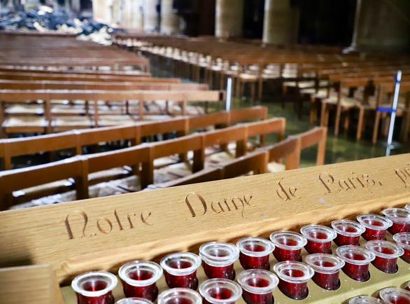 Khung cảnh nhói lòng bên trong nhà thờ Đức Bà Paris sau hỏa hoạn - Ảnh 6.