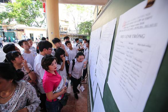 Hà Nội tìm giải pháp giảm nhiệt tuyển sinh đầu cấp - Ảnh 1.
