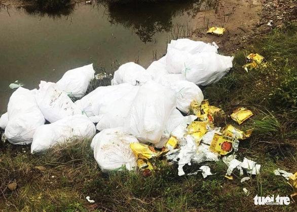 Công an kiểm tra hàng chục bao tải nghi chứa ma túy ở Nghệ An - Ảnh 3.