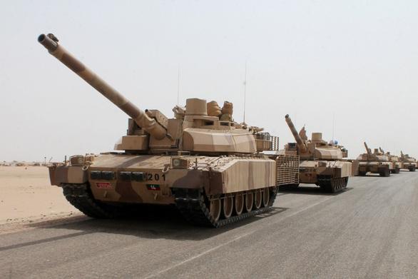 Vũ khí nước giàu rền vang ở nước nghèo nhất Trung Đông - Ảnh 1.