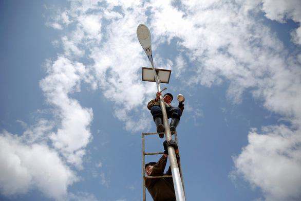Hơn nửa hộ dân ở Triều Tiên xài điện mặt trời - Ảnh 2.