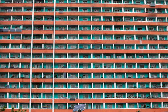 Hơn nửa hộ dân ở Triều Tiên xài điện mặt trời - Ảnh 1.