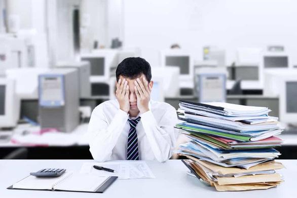 Đi làm mà tương lai công việc mờ mịt khiến chúng ta stress  - Ảnh 1.