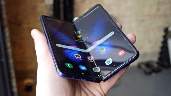 Chưa ra mắt, điện thoại gập của Samsung đã bị sự cố màn hình - Ảnh 1.