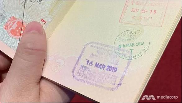 Singapore không đóng dấu xuất cảnh hộ chiếu cho du khách từ 22-4 - Ảnh 1.