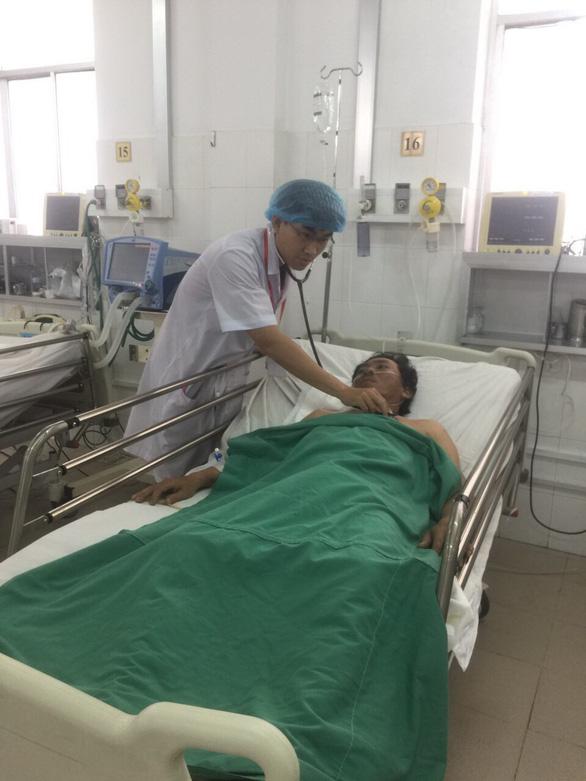Cứu sống người ngưng tim trước khi vào bệnh viện - Ảnh 1.