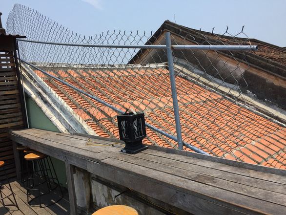 Nằm lên mái nhà cổ để chụp ảnh cưới tại Hội An - Ảnh 4.