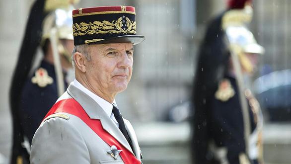 Tướng về hưu được mời trông coi phục dựng Nhà thờ Đức Bà Paris - Ảnh 1.
