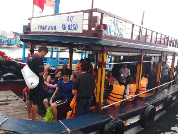 Khánh Hòa cấm tàu ra biển nếu du khách không mặc áo phao - Ảnh 1.