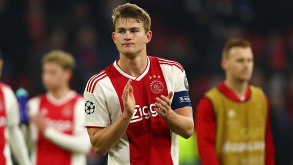 Ajax thăng hoa với cây nhà lá vườn - Ảnh 1.
