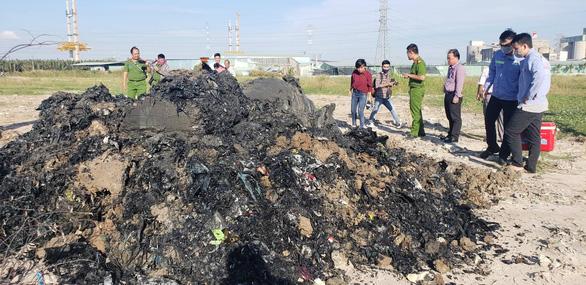 Từ điều tra của Tuổi Trẻ Online: Khởi tố vụ án chôn 4.300 tấn chất thải - Ảnh 2.