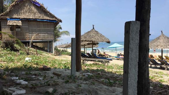 Bãi biển An Bàng, Hội An bị xâu xé: Chính quyền phường buông tay - Ảnh 1.
