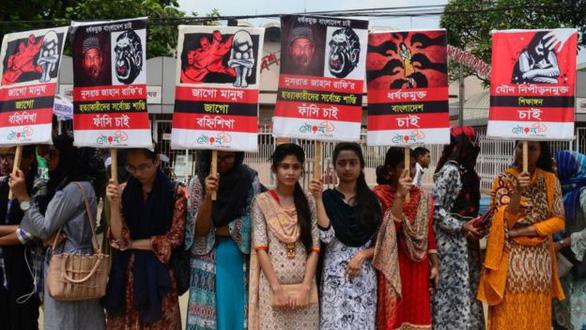 Nữ sinh Bangladesh bị thiêu sống tại trường vì tố hiệu trưởng quấy rối tình dục - Ảnh 3.
