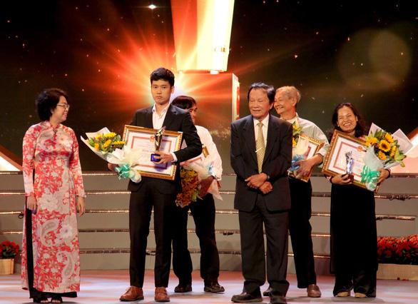 Cảm hứng yêu nước và đề tài chiến tranh ở giải thưởng VHNT TP.HCM - Ảnh 4.