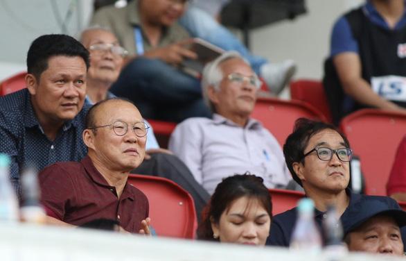 2 hậu vệ SHB Đà Nẵng tặng bàn thắng cho SLNA - Ảnh 2.