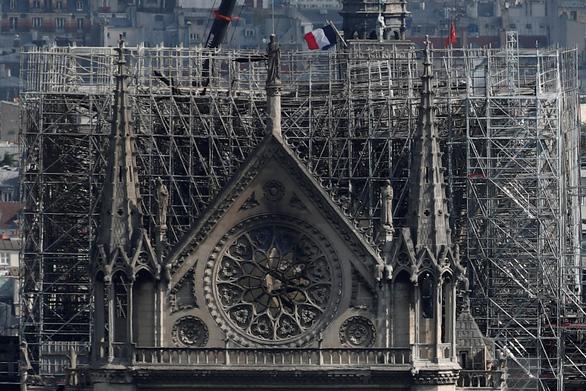 Nhà thờ Đức Bà Paris cháy do chập điện? - Ảnh 1.