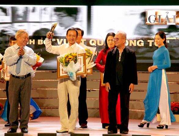 Cảm hứng yêu nước và đề tài chiến tranh ở giải thưởng VHNT TP.HCM - Ảnh 6.