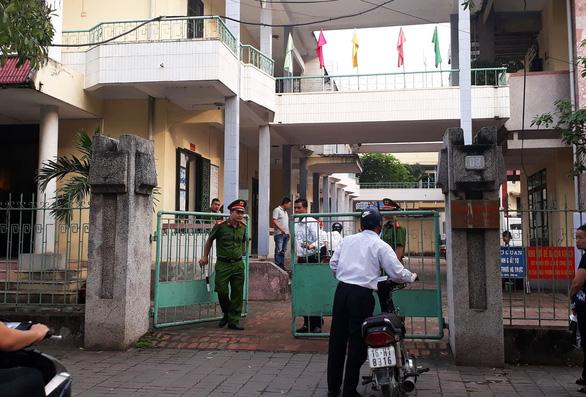 Đang xét xử nguyên phó Phòng cảnh sát kinh tế xâm hại tình dục tập thể nữ sinh - Ảnh 2.