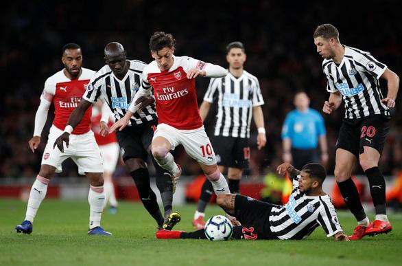 Bắn hạ chích chòe, Arsenal vươn lên xếp thứ 3 - Ảnh 2.