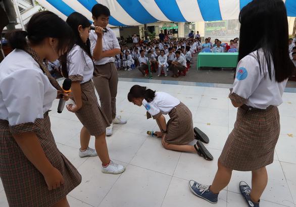 Bạo lực học đường: không chỉ nhà trường, cha mẹ cũng cần xem lại mình - Ảnh 1.