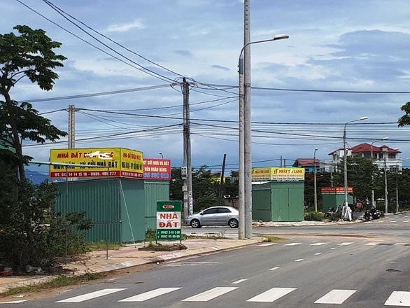 Quảng Nam yêu cầu tháo dỡ các kiôt bất động sản trái phép - Ảnh 1.
