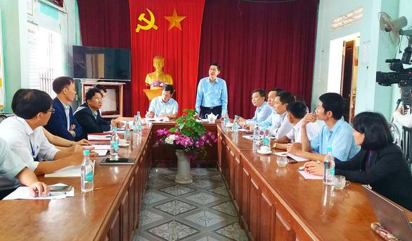 Sở GD-ĐT Nghệ An họp nóng xử lý vụ nữ sinh bị đánh hội đồng - Ảnh 1.