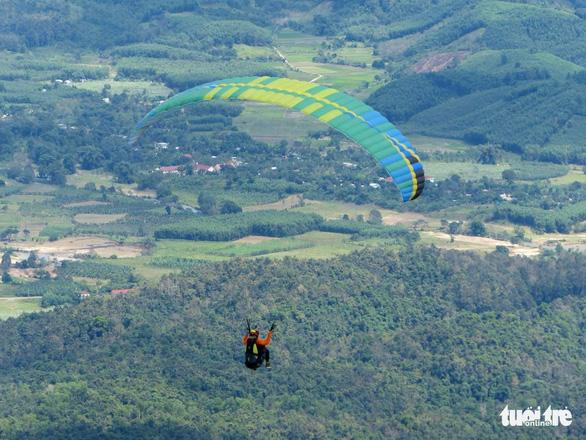 Cấp phép bay dù lượn ở Khánh Hòa, Bình Thuận dịp Festival biển  - Ảnh 1.