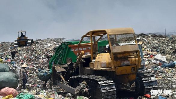 Bãi rác 'khủng' ở Tiền Giang cháy 3 ngày chưa dập tắt hoàn toàn - Ảnh 4.